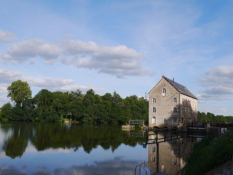 Le moulin sur la Mayenne.
