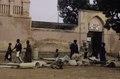 ASC Leiden - van Achterberg Collection - 03 - 29 - Un marché au bord du fleuve Niger. Hommes et femmes en larges robes - Ségou, Mali - novembre-décembre 1993.tif