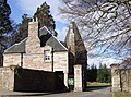 Aboyne Castle entrance.jpg