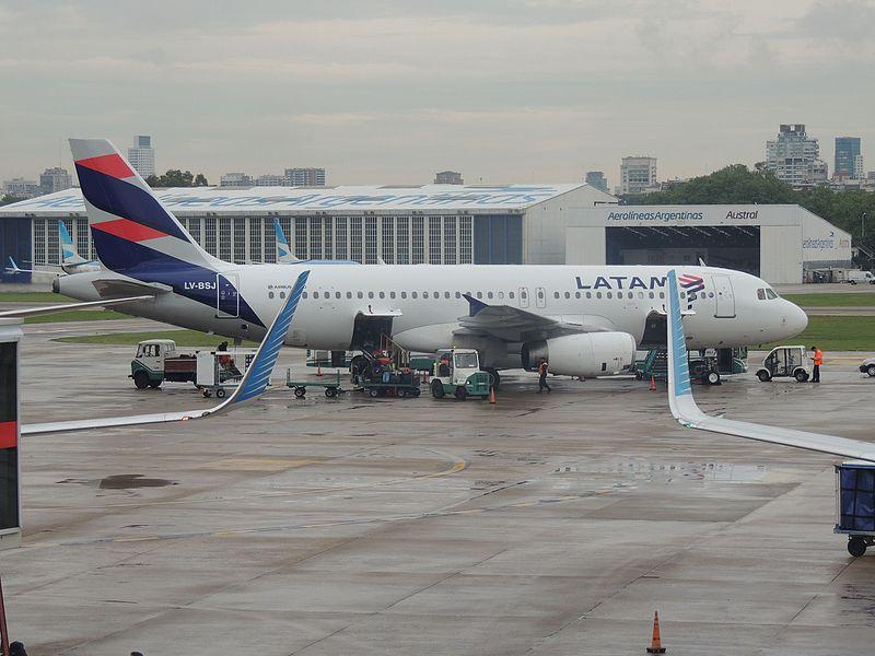 File:Airbus A320 LATAM Argentina, LV-BSJ (30063303952).jpg