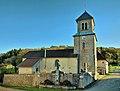 Alaise, l'église d'Alaise et le buste de A. Delacroix.jpg
