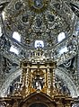 Altar y cupula en Capilla del Rosario - panoramio.jpg