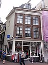 foto van Hoekhuis onder schilddak, met gevels onder omlopende rechte klossenlijst
