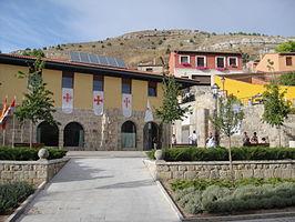 Malnova San Esteban de Castrojeriz-preĝejo - pilgrimo suriranta lokon