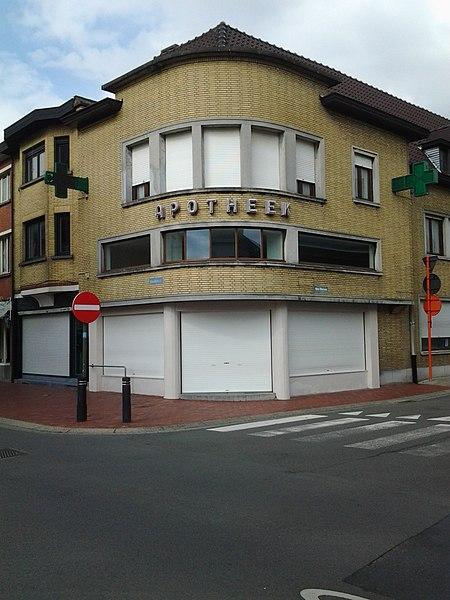 Apotheek met woonhuis 1949 naar ontwerp van A. Decan Noordstraat 176 Roeselare