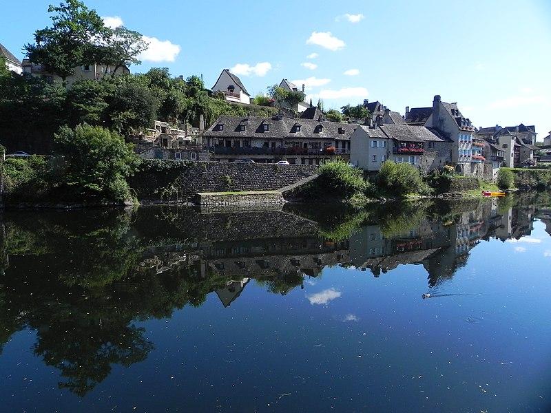 Argentat, La cité d'Argentat se situe aux confins de trois régions, le Limousin, l'Auvergne et le Quercy