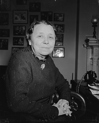 Hattie Wyatt Caraway - Image: Arkansas senator. Washington, D.C., March 11. Senator Hattie W. Caraway, Democrat of Arkansas, from a new informal picture made in her office at the Capitol today, 3 11 40 LCCN2016877256 (cropped)