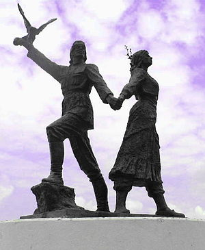 Laz people - Statue of a Laz man and woman in Arhavi (Ark'abi), Turkey