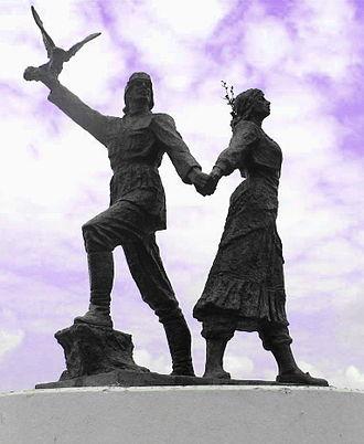 Laz people - Statue of a Laz man and woman in Arhavi (Ark'abi), Turkey