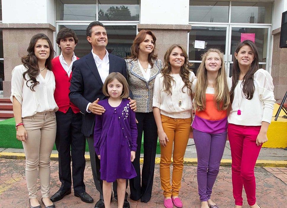 Atlacomulco, Estado de México. Emitiendo el voto. (7552417178)