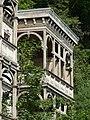 Bad Blankenburg - ehem. Hotel Chrysopras - Balkone an der Nordostfassade von Südosten.jpg