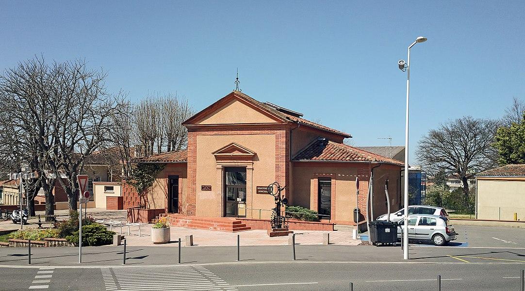 English:  Facade of former town hall of  Balma, Haute-Garonne, France. Converted into a public library.