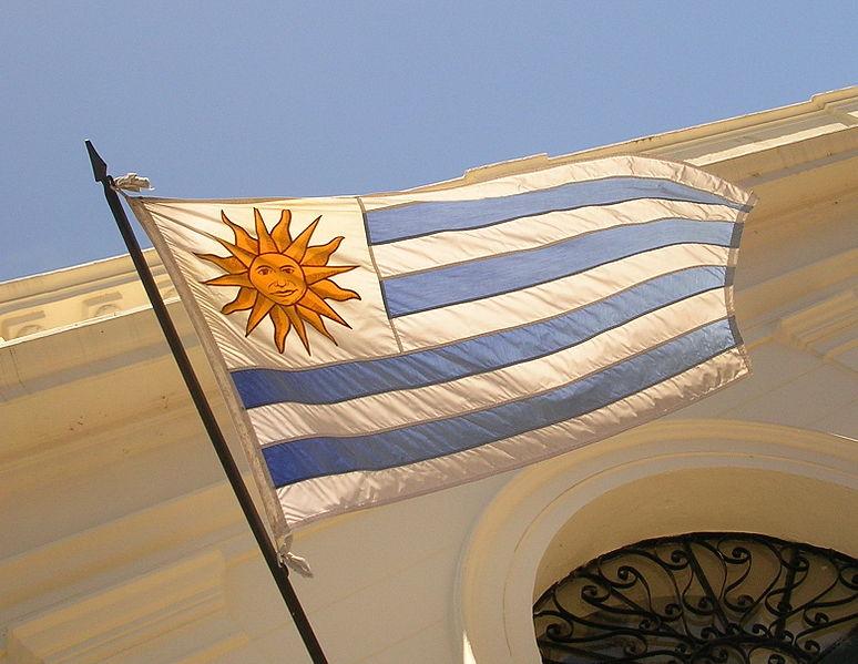 Archivo:Bandera Uruguay Colonia del Sacramento.jpg