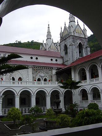 Baños de Agua Santa - Image: Banos church Virgende Agua Santa court