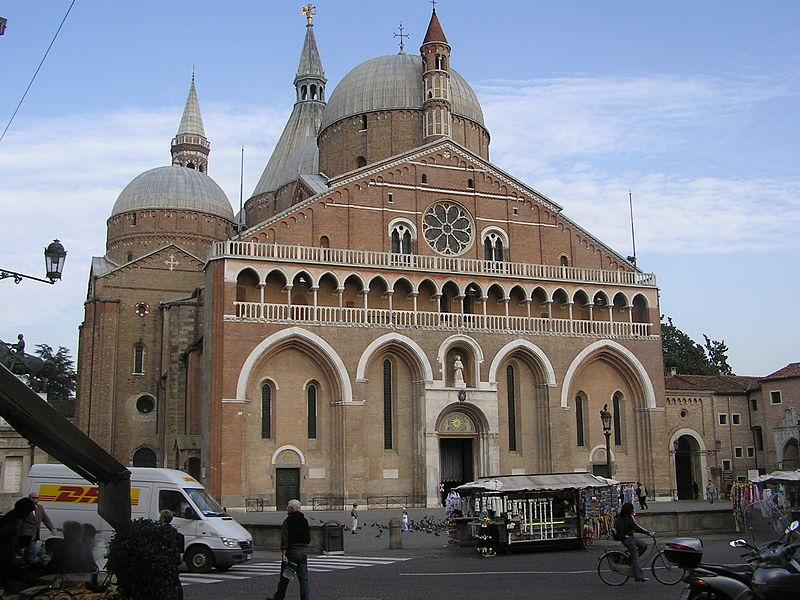 File basilika des hl antonius jpg wikimedia commons for Boussy saint antoine piscine