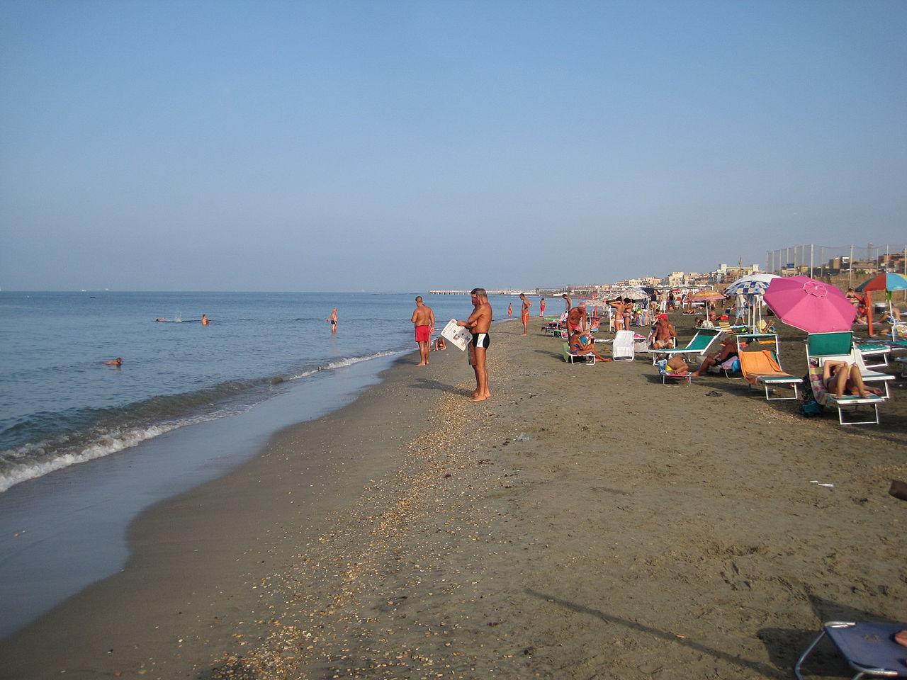 Fichier beach ostia lido di roma 0026 jpg wikip dia for Di tommaso arredamenti ostia