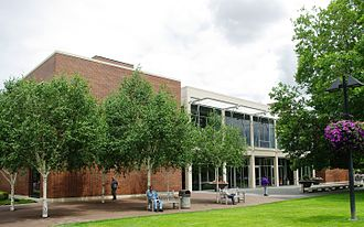 Beaverton City Library - Front of library in 2009