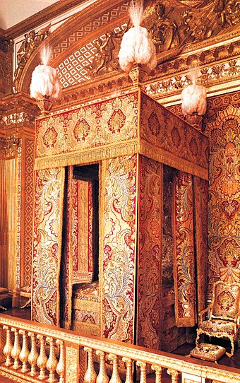 The king's bedchamber at the Palace of Versailles Bed Lodewijk XIV.jpg
