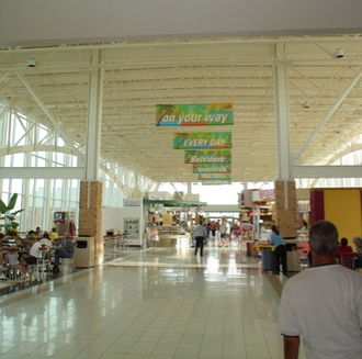 Illinois Tollway oasis - The interior of the Belvidere Oasis building