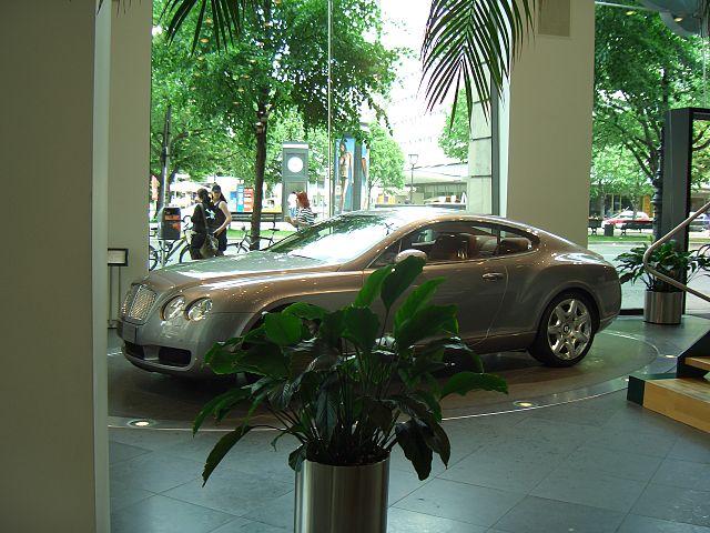 В Берлине обокрали автосалон Bentley
