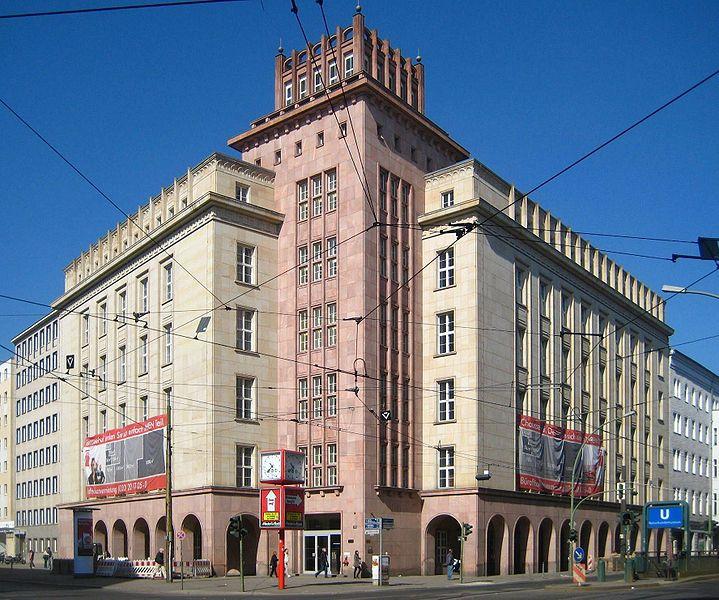 ☭ LA HUELLA SOCIALISTA SOVIETICA EN BERLIN ALEMANIA ☭ 719px-Berlin%2C_Mitte%2C_Chausseestrasse_111-113%2C_Industrie-_und_Handelskammer_der_DDR