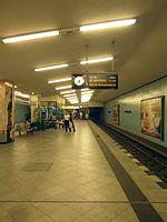 Berlin - U-Bahnhof Turmstraße (9488012833).jpg