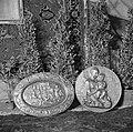 Bewerkte schaal en reliëf van Madonna met kind (vermoedelijk cadeaus bij recepti, Bestanddeelnr 255-8481.jpg