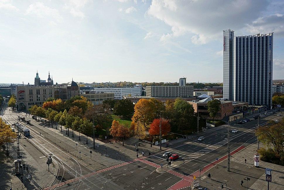Blick zur Galerie Roter Turm und zum Hotel Mercure in Chemnitz 2015