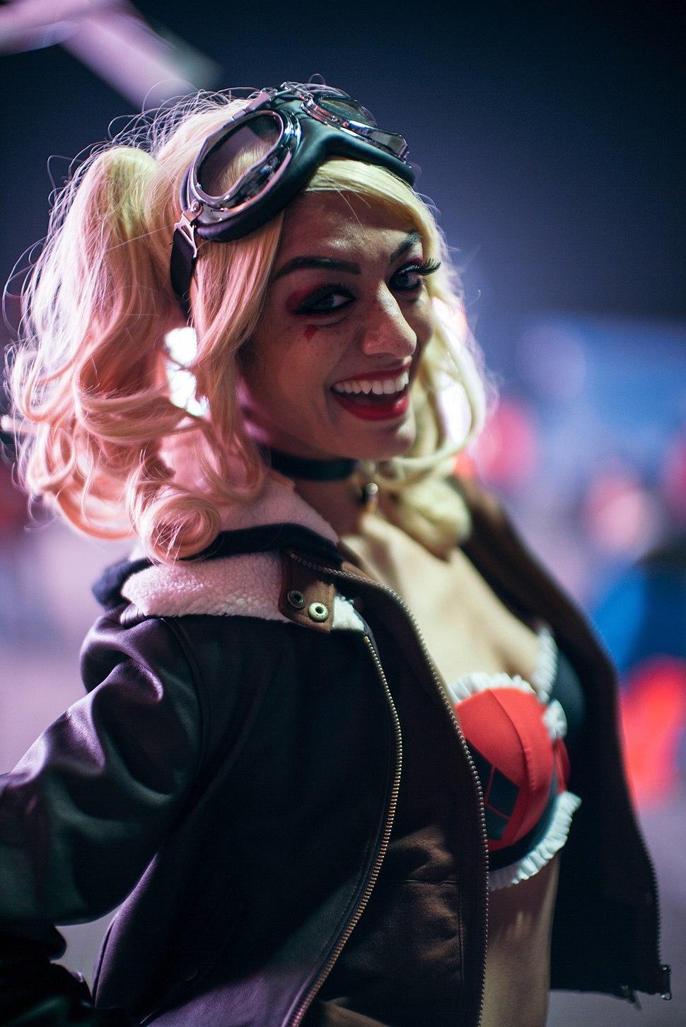 Bombshell Harley Quinn Cosplay