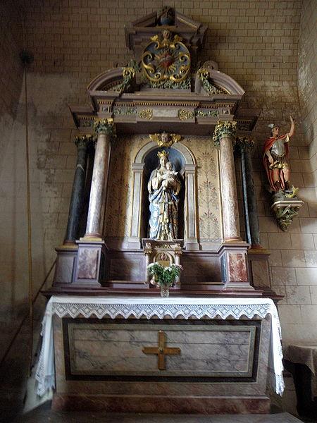 Église Saint-Gervais et Saint-Protais de Brée (53). Autel et retable de la Vierge.
