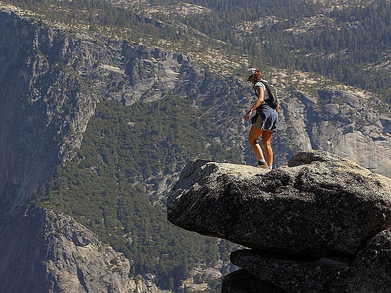 File:Brave person walking out on the glacier point ledge.jpg