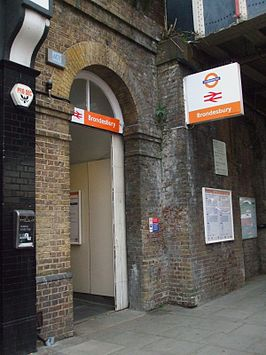 Brondesbury station entrance.JPG