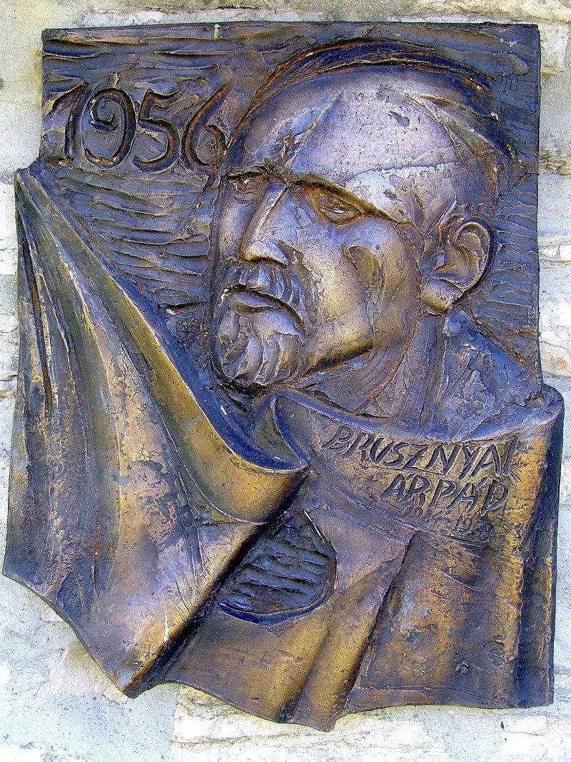 Dombormű a veszprémi pantheonban. Dienes Attila alkotása (2006)