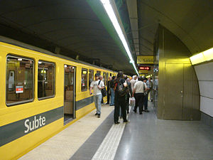 Line H (Buenos Aires Underground) - Image: Buenos Aires Subte Once 1