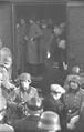 Bundesarchiv Bild 101I-027-1477-07, Marseille, Gare d'Arenc. Deportation von Juden.png