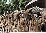 Bundesarchiv Bild 146-2005-0077, Arnheim, britische Gefangene Recolored.jpg