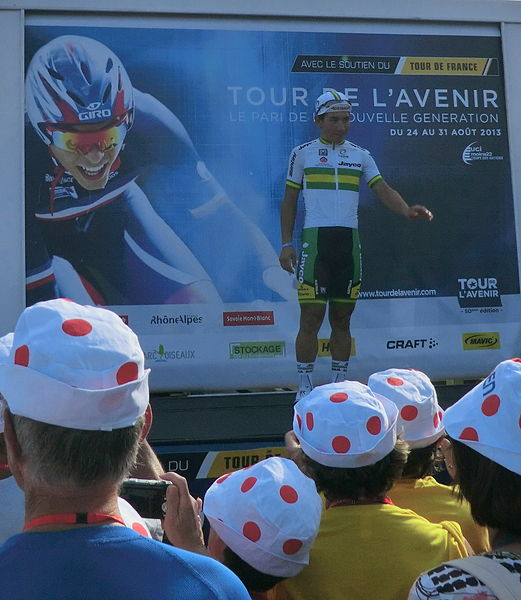 Caleb Ewan sur le podium après sa victoire dans la seconde étape du Tour de l'Avenir 2013.