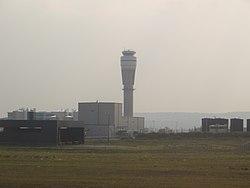 Calgary airport ATC tower, Jul 2017.jpg