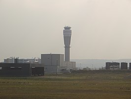 Calgary airport ATC tower, Jul 2017.jpg
