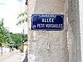 Caluire-et-Cuire - Allée du Petit Versailles, plaque.jpg