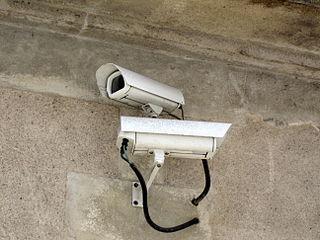 Caméras de surveillance sur la voie publique à Cognac (France) ; Auteur de la photo : Pierre-Alain Dorange