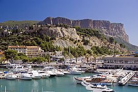 Cassis harbour.jpg