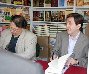 Cesar Vidal y Federico Jimenez Losantos firmando en la Feria del Libro de Madrid de 2007