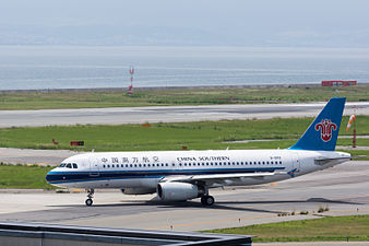 China Southern Airlines, A320-200, B-9912 (19357405261).jpg