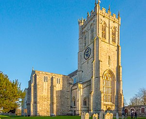Christchurch Priory - Christchurch Priory, seen from its extensive churchyard (January 2015)