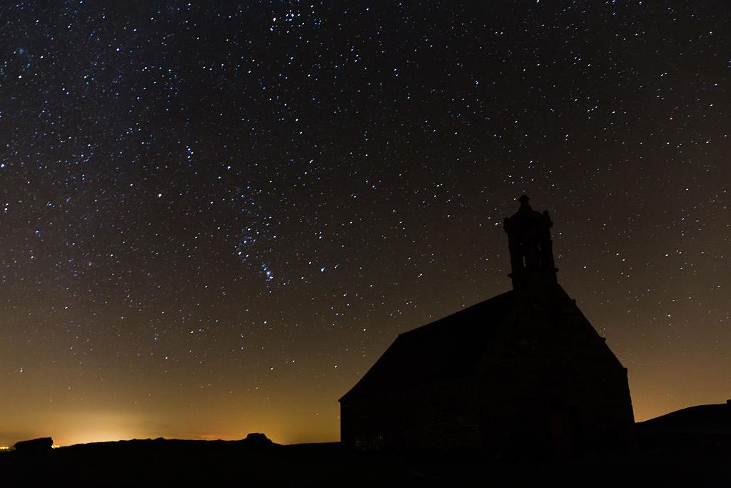 File ciel toil au sommet du mont saint michel de brasparts saint rivoal france - Image ciel etoile ...