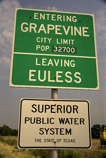 English: City Limit between Euless and Grapevine