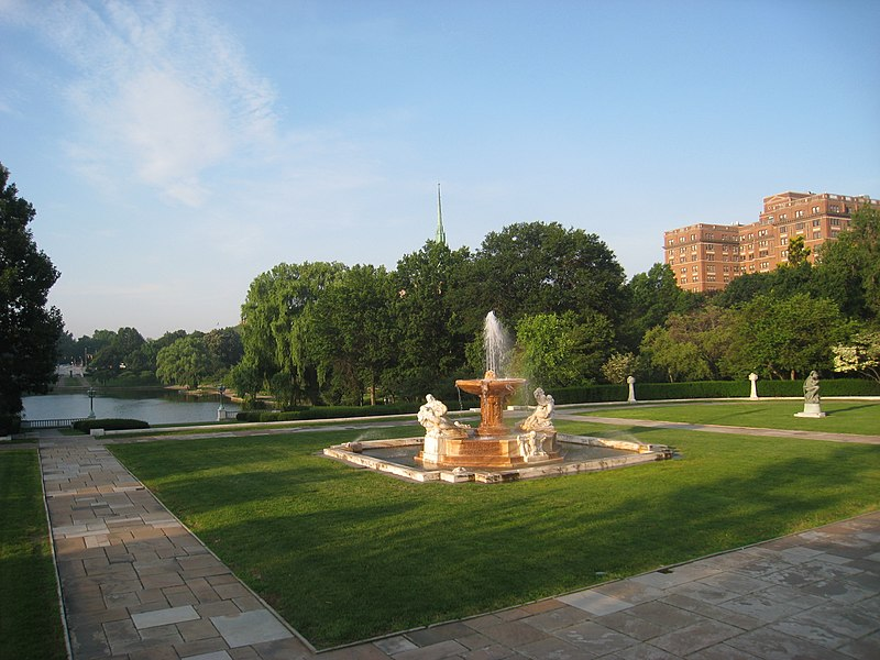 File:Cleveland Museum of Art - south lawn with lagoon.jpg