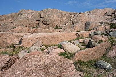 Cliffs and boulders at Stångehuvud.jpg