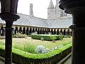 Cloitre abbaye mont saint michel.jpg